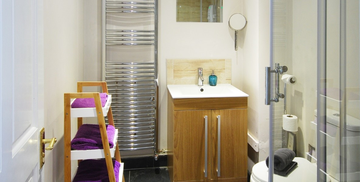 Private kitchen with <strong>dishwasher </strong>and washing machine